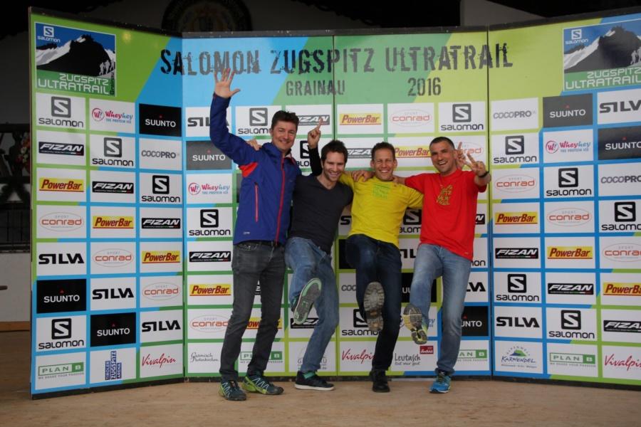 Glückliche Finisher und Supporter. Jochen, Bart, ich und Markus (v. l. n. r.)