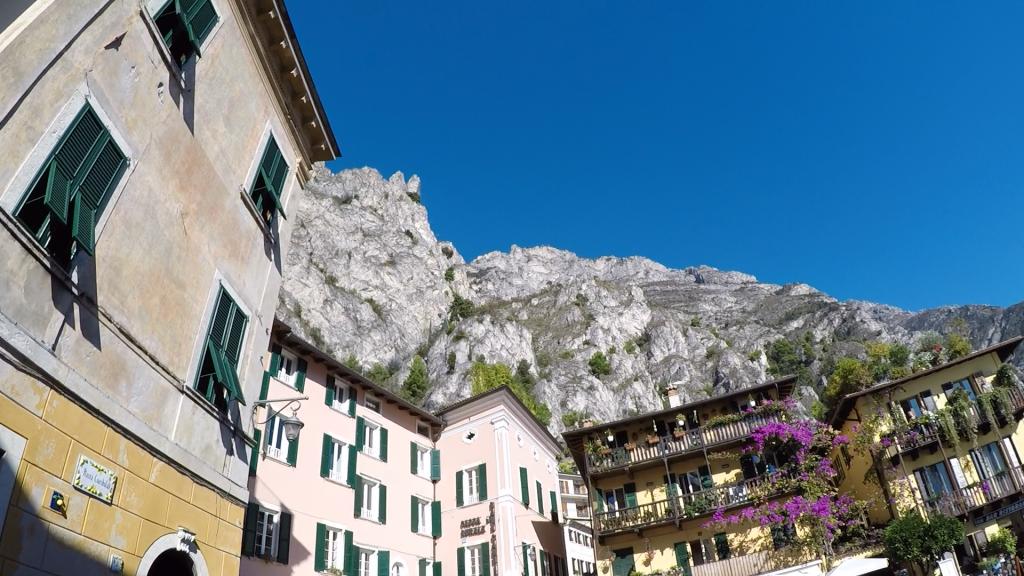 Blick nach oben von Limone sul Garda beim Limone Skyrun