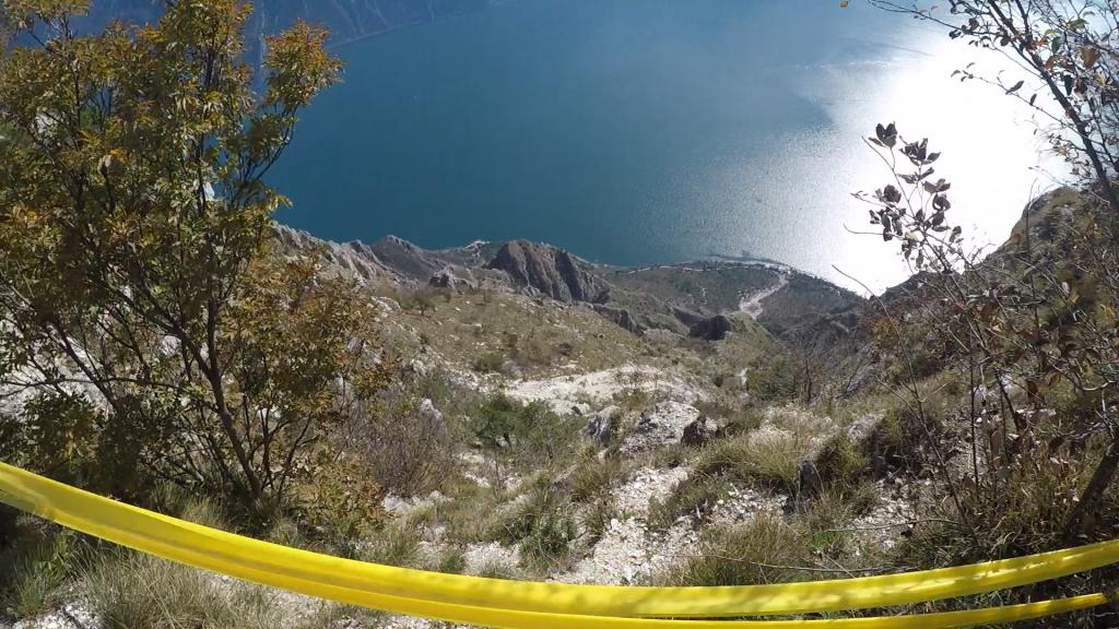 Blick hinab zum Gardasee beim Limone Syrace
